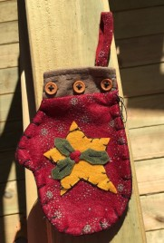 7D3915 - Christmas Felt Mitten Burgundy with Holly and Gold Star