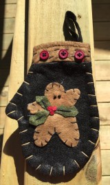 7D3915 - Christmas Felt Mittens Black with Holly and Gingerbread
