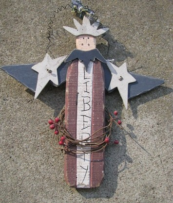 2517LA Liberty Primitive Wood Angel