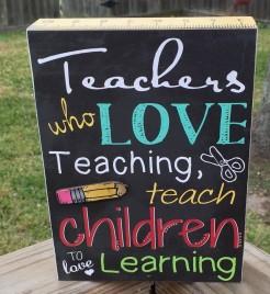 Teacher Gifts Desk Sign U8272T Teachers who love Teaching teach children to love